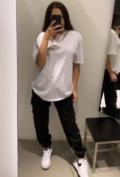 Baddie Outfits Casual, Casual School Outfits, Cute Swag Outfits, Lazy Outfits, Retro Outfits, Everyday Outfits, Stylish Outfits, Tomboy Fashion, Streetwear Fashion