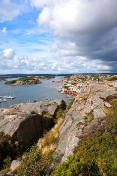The view from Kungsklyftan over the Fjällbacka archipelago. West Sweden.