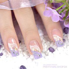 #violet #lace #trendstyle #naildesign #nails Auf die Nagelspitze wurde ein zartes Violett aufgetragen. Das filigrane Spitzen-Muster und die klaren Strasssteine veredeln den Look. Weitere Vorschläge rund um die Frühlingsfarbe Violett findet Ihr auf: http://www.prettynailshop24.de/shop/trendstyle/article/show/2016/may/157_hyazinthe.html?utmsource=pinterest&utm_medium=referrer&utm_campaign=pi_trendstyle0516