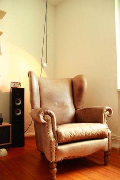 Biete einen sehr schönen Ohrensessel aus Leder90/86/106cm (L/B/H)...die beste Beschreibung sind die Bilder und sonst gerne probesitzen