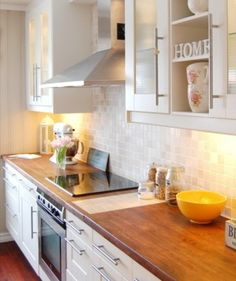 clean kitchen: white cabinets with natural wood counter tops Wooden Kitchen, Kitchen Redo, New Kitchen, Kitchen Remodel, Wooden Counter, Kitchen White, Warm Kitchen, Kitchen Tiles, Kitchen Living