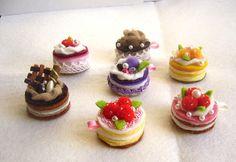 Felt cakes - great felt food for pretend play