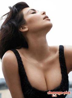 kim kardashian cleavage!