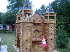 Extreme bird houses and cat houses by the looks of it...take it no birds home today :)