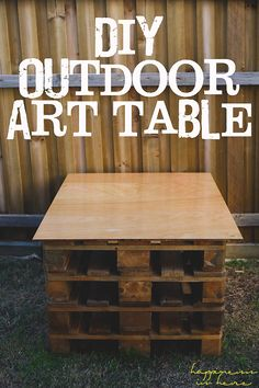 How to make a DIY outdoor art table for the kids from pallets.