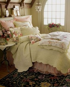 Dreamy Bedrooms Inspiration Cottage Style Bedroom Decor Bedroom, French Country Bedroom Decor Photos: French Country Bedding Sets for Classic Elegance Design Style Shabby Chic Bedroom Furniture, Shabby Chic Bedrooms, Bedroom Vintage, Victorian Bedroom, Small Bedrooms, Vintage Bedroom Styles, French Bedrooms, Victorian Lace, Vintage Style
