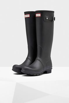 The iconic Original Tall Rain boot.Today the Original Boot is handcrafted from 28 parts and worn by those who lead. The style is built on the original last for exceptional fit and comfort and is made from innovative vulcanized rubber for protection from the weather.   Original Tall Rubber Boots  by Hunter Boots. Shoes - Boots - Rain and Cold Weather Canada