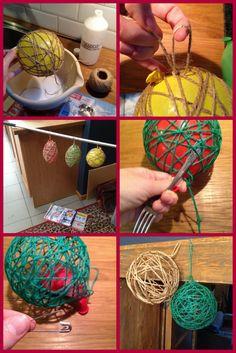 Kerstballen knutselen: gebruik witte knutsellijm (evt houtlijm, maar is duurder en zelfde effect, zeker geen behangerslijm). Doe bij de lijm een klein beetje water. Maak je touw/wol helemaal nat voordat je het rond je ballon wikkelt OF draai het er droog rond en doop nadien je ballon in de lijm. Vergeet geen lusje te maken. Laat lang drogen, pas op: lekt lijm. Maak nadien met een plat voorwerp de structuur overal los van de ballon. Prik de ballon leeg en pruts hem er uit! Tadaa!