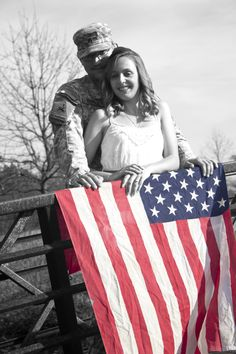 army soldier engagement photos - I like their use of the American flag in engagement photos....