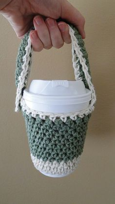 Free Crochet Pattern To Go Coffee Cup Holder. This is really neat cuz it's better than holding the cup of coffee since it can be hot, and you can hold it like a bag, so if you're holding many things at once it's a lot more convenient! Crochet Coffee Cozy, Crochet Cozy, Love Crochet, Crochet Gifts, Coffee Cozy Pattern, Crochet Bags, To Go Coffee Cups, Coffee Cup Holder, Coffee Cup Cozy