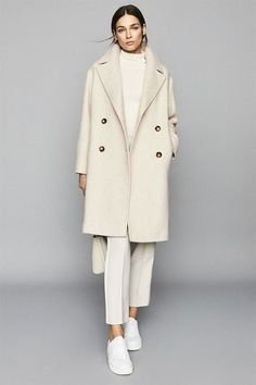 Follow our Pinterest Zaza_muse for more similar pictures :) Instagram: @zaza.muse   Ivory coat. Monochrome outfit. Women's fashion. Monochrome Outfit, Monochrome Fashion, Fall Winter Outfits, Imagination, Muse, Outfit Ideas, Coats, Style Inspiration, Autumn