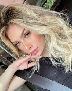 Flavia Pavanelli — uploaded by ig: Baby Blonde Hair, Blonde Bob Wig, Blonde Hair Looks, Light Blonde Hair, Blonde Curls, Slick Hairstyles, Curled Hairstyles, Hair Curling Tips, Brunette Color