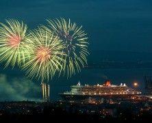 QM2 Visits Clyde Fireworks