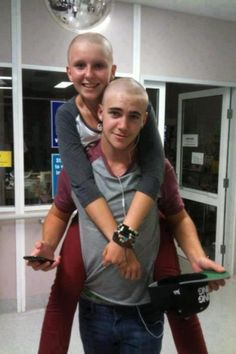 His girlfriend was diagnosed with cancer, so he shaved off his hair just for her.