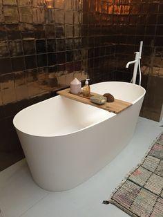 Beautiful bath & tiles.  #vtwonenendesignbeurs 2017 Bathtub Ideas, Bath Tiles, Bathtubs, Bathroom, Beautiful, Washroom, Bathroom Wall Tiles, Bathtub, Bath Tube