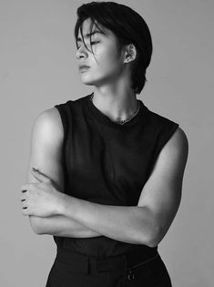 Best Poses For Men, Good Poses, Bff Drawings, Renz, Black And White Aesthetic, Pretty Boys, Korea, It Cast, Boyfriend