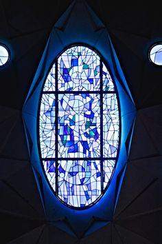 Sagrada Família. [CA] Vitralls. [ES] Vidrieras. [EN] Stained Glass. ~~ For more:  - ✯ http://www.pinterest.com/PinFantasy/arq-~-antoni-gaud%C3%AD/