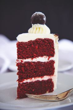 Red velvet cake with cream cheese Italian meringue buttercream | La Pêche Fraîche