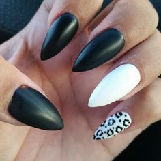 #stilletto #stilettonails #blackandwhite #black #white #cheetah #cheetahprint #nails