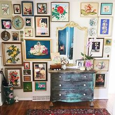 """Gefällt 56 Mal, 5 Kommentare - Vicki Baty (@victoria_interiors) auf Instagram: """"Happy Saturday everyone! I love a good gallery wall and this one from @streetflea is absolutely…"""""""