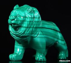 Malachite Crystal Lion Minerals And Gemstones, Crystals Minerals, Rocks And Minerals, Coral, Turquoise, Stone Carving, Wood Carving, Marvel Gems, Lapis Lazuli