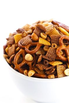 Slow Cooker Party Mix Snack Slow Cooker Appetizers, Slow Cooker Recipes, Appetizer Recipes, Crockpot Recipes, Simple Appetizers, Chex Mix Recipes, Dog Food Recipes, Snack Recipes, Cooking Recipes