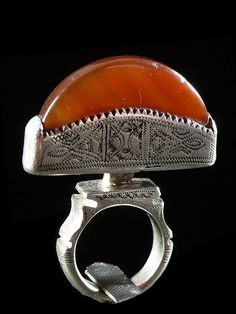 ca 1970 Tuareg people, Niger, silver and agate ring. African Jewelry, Tribal Jewelry, Jewelry Art, Antique Jewelry, Jewelry Rings, Silver Jewelry, Vintage Jewelry, Jewelry Accessories, Jewelry Design
