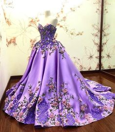 See additional thoughts about Quinceanera Find the very best quinceanera dresses in your area! Discover quinceanera dresses and where to get them! Lilac Prom Dresses, Quince Dresses, Long Prom Gowns, Pretty Dresses, Formal Dresses, Formal Prom, Light Purple Prom Dress, Dress Prom, Lilac Dress