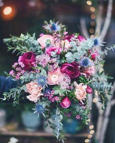 Dernier bouquet devant la vitrine de Noël #fleuriste #fleuristebordeaux #flowershop#bouquet#avrilmai