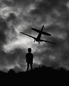 Black & White Storytelling Silhouettes by Hengki Lee. Great examples to show the kids for a silhouette lesson. Light And Shadow Photography, Black And White Photography, Magnum Fotografie, Tres Belle Photo, Shadow Silhouette, Silhouette Photography, Black And White Pictures, Great Photos, Storytelling