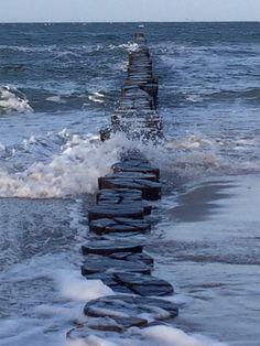 When the storm hits the shore #zingst #wintersturm #windig #ostsee #balticsea