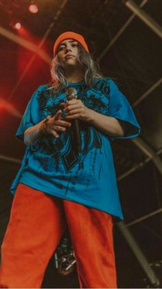 ♡jam through the pain babes♡ Billie Eilish, Chon Mendes, Her Music, Favorite Person, American Singers, Woman Crush, Me As A Girlfriend, Role Models, My Idol