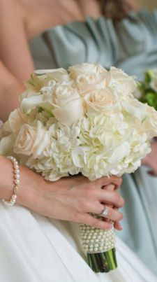 white bouquet...love the pearls wrapped around the stems too