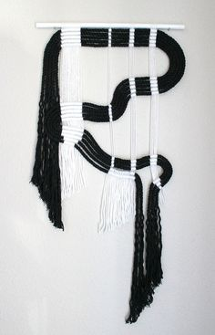 Vente ! Macramé Wall Hanging « blk + wht #15 » par ART HIMO, l
