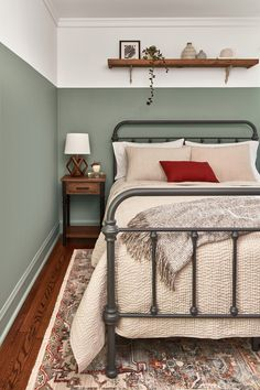 Valspar Announced Not One, But a Dozen Colors of the Year for 2020 – natürliches wohnen Bedroom Inspo, Home Bedroom, Bedroom Decor, Bedroom Furniture, Wooden Wall Bedroom, Valspar Colors, Bedroom Green, Green Bedroom Design, Home Decor Ideas