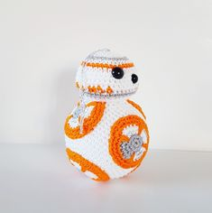 BB-8 Christmas bauble amigurumi pattern by