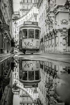 Tranvía en Lisboa?? Amazing Photography, Art Photography, Street Photography, Photography With Mirrors, Photography Aesthetic, Whimsical Photography, Cityscape Photography, Artistic Photography, Creative Photography