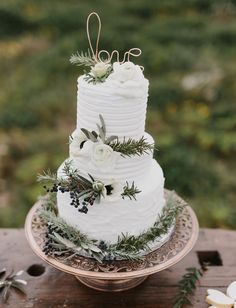 green accents on white cake | green wedding shoes