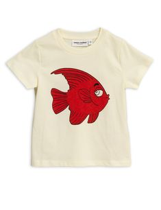 Short sleeve T shirt with red fish placement print by Mini Rodini. Colour - Off White. We love the fish print on this T shirt by Mini Rodini. Boys Shirts, T Shirts For Women, Stella Mccartney Kids, Fish Print, Fishing T Shirts, Red Fish, Little Dresses, 6 Years, Short Sleeve Tee