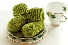 """Knitting - Free Pattern: """"Knitted Uggs"""" - Level: easy."""