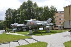 Redzikowo. Lim-5 i Mig-19PM numery boczne oznaczają datę wprowadzenia do służby  ( numer boczny 1952 jest podwójnie fikcyjny, bo w 1952 wprowadzono do służby Migi-15) Fighter Jets, Aviation, Aircraft, Planes, Airplane, Airplanes, Plane
