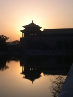 A section of the Forbidden City in Beijing at sunset. Built between 1406 and the palace complex served as the Chinese imperial palace until Today it is the Palace Museum showing artifacts from the Ming to the Qing Dynasties to centuries). Chinese Places, Imperial Palace, Asia Travel, Beijing, Places Ive Been, Photo Galleries, Spain, To Go, China