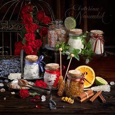В статье вы узнаете, как ароматизировать сахар эфирными маслами розы, лимона, лаванды, мяты, апельсина и корицы. Пошаговые рецепты с фото