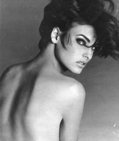 over the shoulder ( #lindaevangelista #supermodel ) ✌eace | H U M A N™ | нυмanACOUSTICS™ | н2TV™