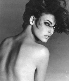 over the shoulder ( #lindaevangelista #supermodel ) ✌eace | H U M A N™ | нυмanACOUSTICS™ | н2TV™