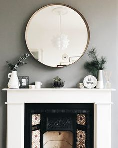 Just Pinned to Fireplace: Quelle couleur associer au gris perle. Ikea Living Room, Living Room Mirrors, Living Room Grey, Home And Living, Home Interior, Interior Design Living Room, Living Room Designs, Fireplace Mirror, Grey Fireplace