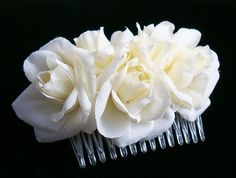 Bridal Cream Medium Roses Hair Comb Comb features 5 small ivory / cream roses comb measures x With flowers: x Hair Comb Wedding, Wedding Hair Pieces, Bridal Comb, Wedding Pins, Wedding Decor, Wedding Stuff, Cream Flowers, Cream Roses, Vintage Hair Combs
