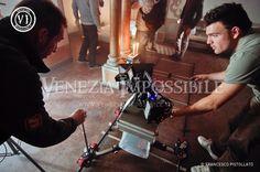 Sul set di Venezia Impossibile.  Da sinistra, Paolo Sartori (Rigger) e Giulio Pizzato (prima macchina, Production Manager).