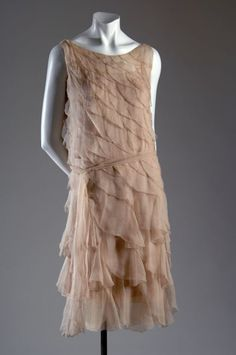 Evening dress Chanel, Designer: Gabrielle Chanel Pink crepe chiffon Date: 1920 Style, Style Année 20, Flapper Style, 1920s Flapper, Vintage Outfits, Vintage Dresses, Vintage Fashion, Vintage Clothing, Chanel Clothing