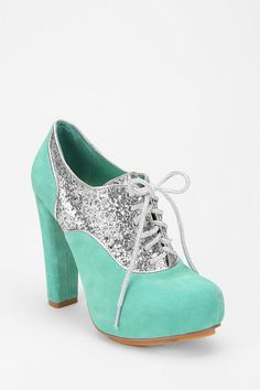Ahh I love. If only I could walk in heels.